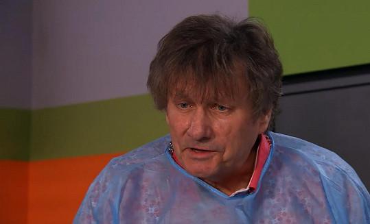 Zpěvák se představí v epizodní roli v seriálu Modrý kód.