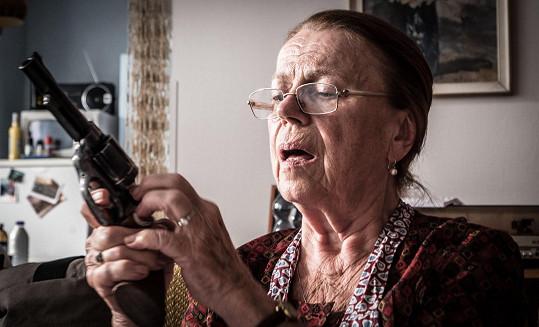 Janžurová kvůli natáčení absolvovala školení na střelnici.