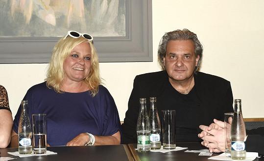 Slávek a Markéta na tiskové konferenci ke koncertu Noc s hvězdami, který proběhne na začátku srpna na zámku Zahrádky u České Lípy.
