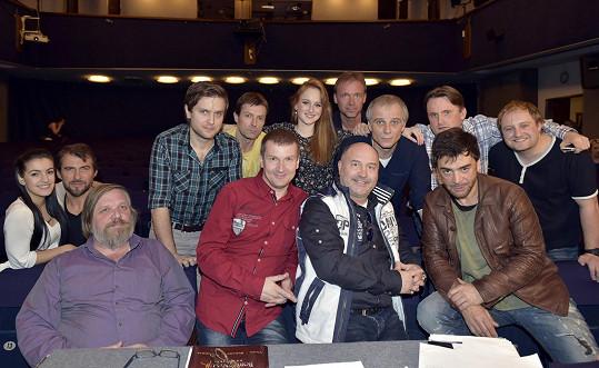 Michal David se zpěváky na konkurzu Dětí ráje