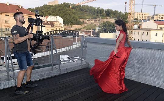 Vašek se kromě zpěvu a herectví věnuje i režii a kameramanství.