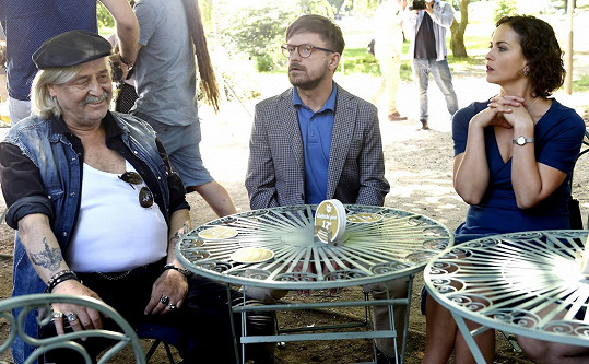 Zdeněk Žák se ve filmu Pánský klub léčí ze závislosti na představách o sexu.