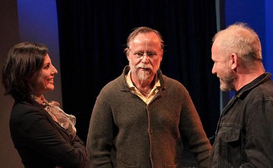 Lékařka Laura Roden s manželem Karlem Rodenem a Davidem Kollerem (vpravo)