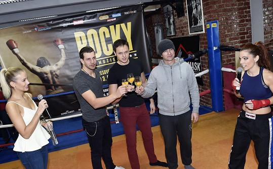Míša s třemi představiteli Rockyho