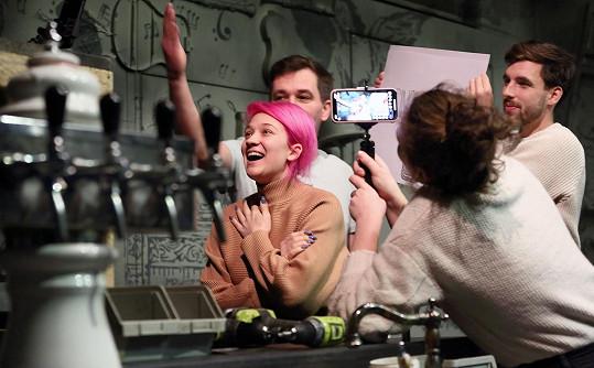 V rámci propagace hry Sopranistky herečky streamovaly na Instagramu poslední zkoušku.