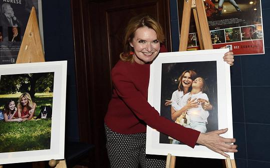 Hanka se svojí fotkou z kalendáře