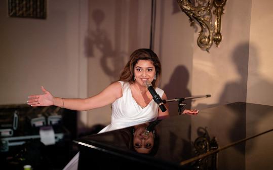 Diana Kalashová i zazpívala.