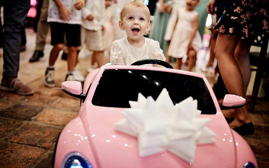 Dcera moderátorky dostala k narozeninám své první auto.
