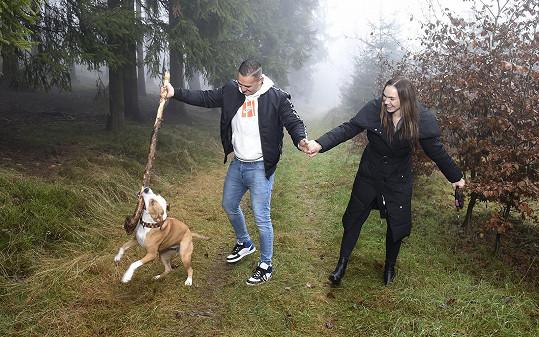 Vyrážejí na dlouhé procházky po Krkonoších.