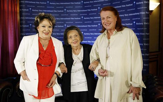 Jiřina Bohdalová, Jiřina Jirásková a Iva Janžurová na karlovarském filmovém festivalu. V roce 2011 tam uvedly po 42 letech slavné Světáky.