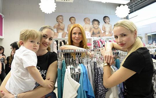 S kamarádkami modelkami Lucií Křížkovou a Markétou Divišovou