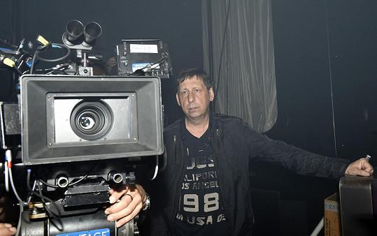 Za kamerou byl Jiří Hanych. Má hlas jako Jiří Krampol.