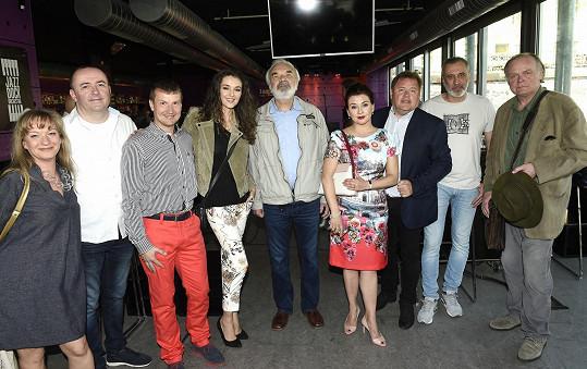 Jinak je osazenstvo v muzikálu podle filmu pánů Svěráka a Smoljaka převážně pánské.