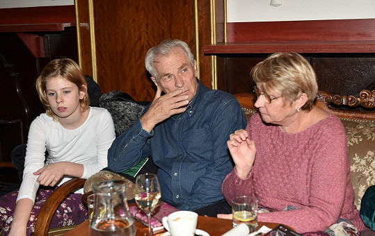 Alois Švehlík s manželkou a vnučkou