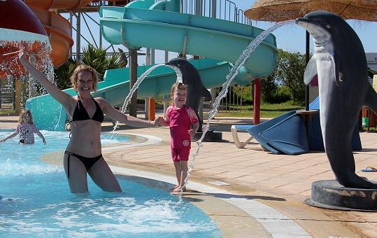 Kristina si s dcerou dovolenou užívá.