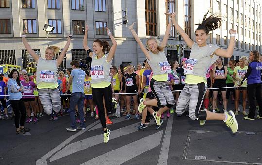 Závod, který tradičně láká stovky sportovkyň, si letos nenechaly ujít ani běžkyně zřad celebrit.