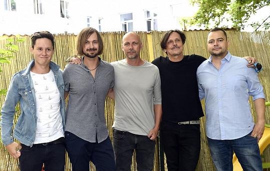 Chinaski budou hlavními headlinery zbrusu nových českých festivalů Přehrady Fest, které ve dvou dnech představí to nejlepší z české pop-rockové scény.