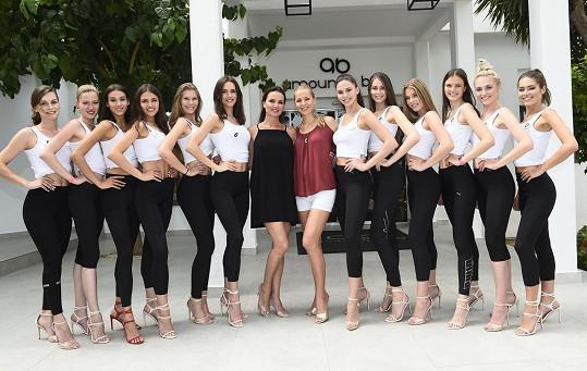 Silvia s choreografkou Mirkou a finalistkami České Miss a Miss Universe Slovenské republiky