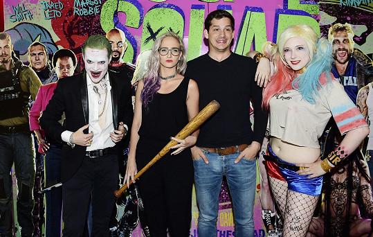 Pár na premiéře komiksového trháku Sebevražedný oddíl