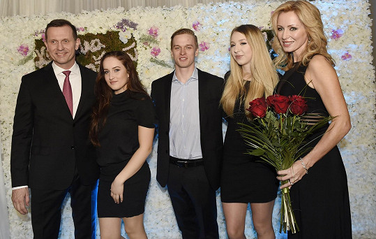 Se svými potomky. Kateřina s dcerou Kačenkou a Jaromír se synem a dcerou