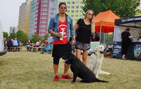 Martina Gavriely s partnerem Marcusem a jejich psími mazlíky