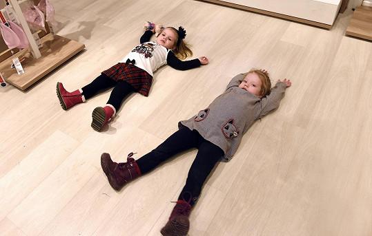 A dokáží se společně parádně zabavit a zároveň vytřít podlahu...