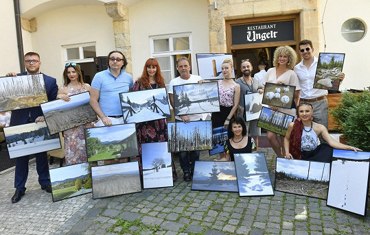 Společně vyrazili na netradiční vernisáž fotografií Šumavy.