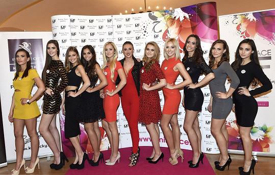 Finalistky Miss Face 2016 s Táňou Makarenko uprostřed