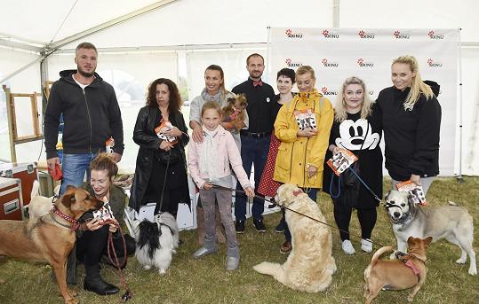 Alice se s rodinou a psími miláčky zúčastnila akce Den pro psa.