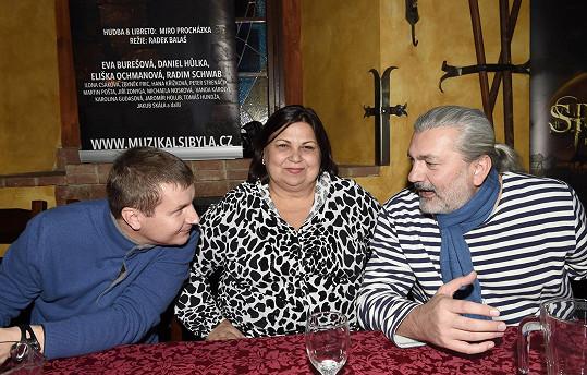S producentkou muzikálu a svojí novou manažerkou Emou Krahulíkovou a režisérem muzikálu Radkem Balašem