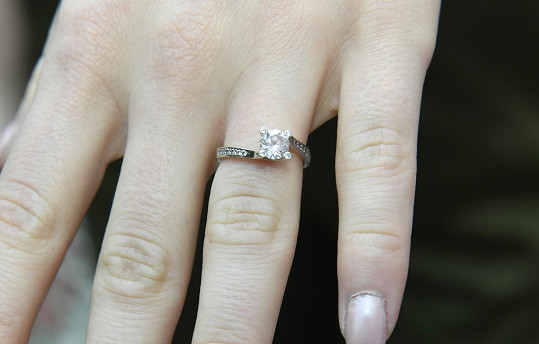 Pouze zásnubní prsten bude nosit hodně dlouho od žádosti o ruku.