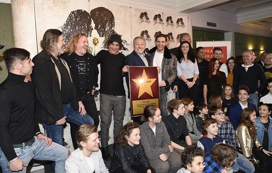 Karel Gott s týmem muzikálu Čas růží