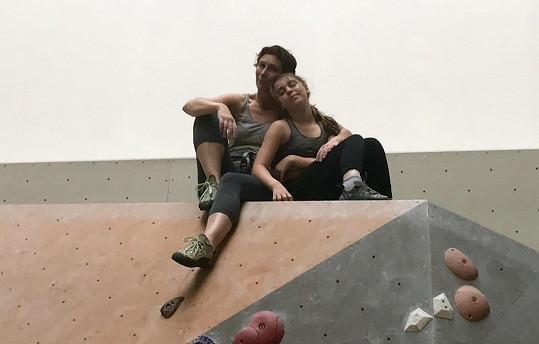 S dcerou Rachel propadly lezení po skalách a stěnách.