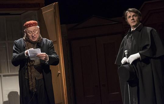 Před uzavřením divadel měla na Vinohradech úspěch hra Vladimíra Neffa Sňatky z rozumu.