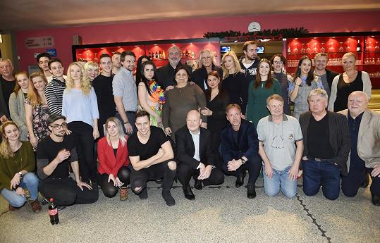Kompletní sestava tvůrců a představitelů muzikálu Robinson, který bude mít premiéru 30. března v divadle Hybernia.