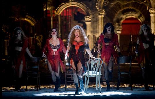 Fergie v muzikálu Nine, kde píseň zazněla.