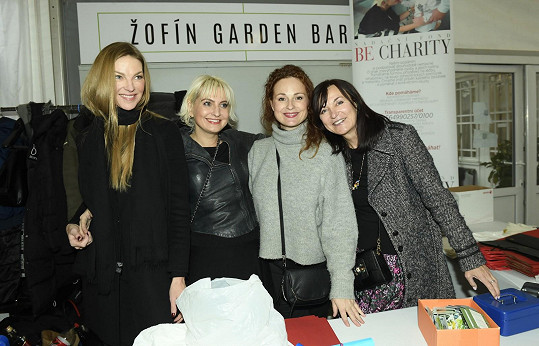 Na pražském bazaru spolupracovaly s Bárou mj. Pavlína Němcová, Markéta Hrubešová a Beata Rajská.
