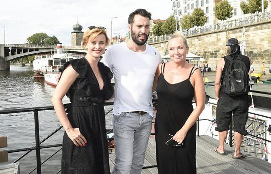 S kolegyněmi Jitkou Schneiderovou a Bárou Basikovou