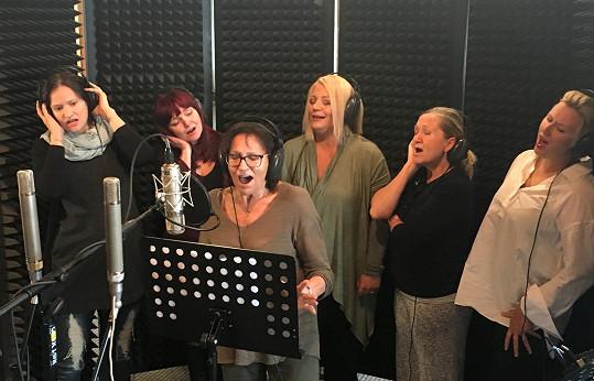 Cílem producenta Tomáše Padevěta bylo natočit novou verzi Modlitby pro album PROTESTSONGY 1966-2017 se samotnou Martou Kubišovou a několika dalšími hlasy. Jde o jakési symbolické předání její ikonické Modlitby zpěvačkám mladší generace.
