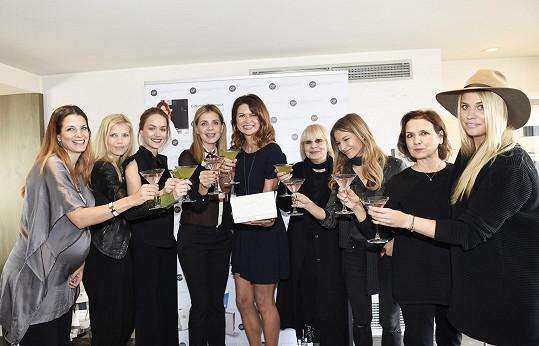 Na akci kamarádky, bývalé modelky a výživové expertky Gabriely Peacock