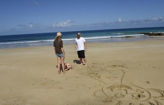 S manželem Karlem kreslila do písku.