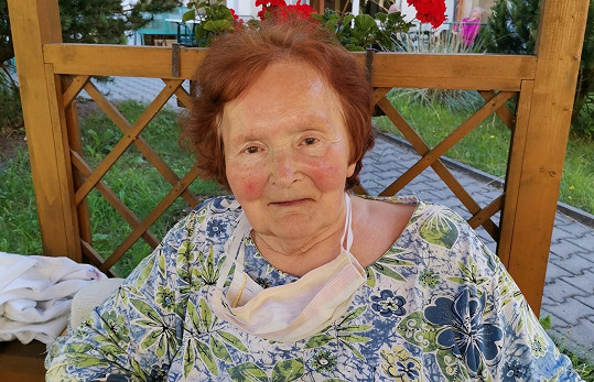 Zdravotníci, kteří se starali o odcházející rodiče v Náchodě, prosili Martinovou, aby apelovala na veřejnost s dodržováním opatření.
