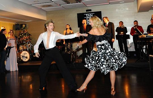 Jan Onder s přítelkyní v zápalu tance.