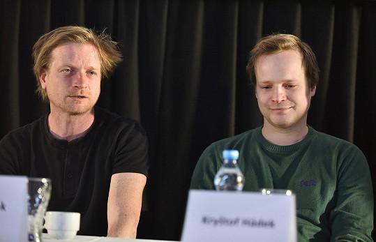 Na tiskové konferenci se bavili jako puberťáci.
