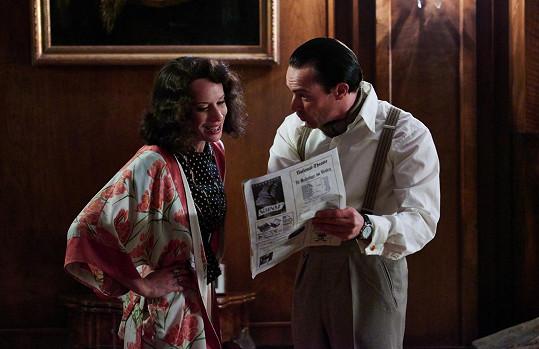 Gustav Fröhlich (Gedeon Burkhard) jí vyčítá, že se o románku s Goebbelsem píše v německém tisku.