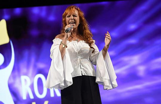 Marcela zpívala na finále soutěže Muž roku.
