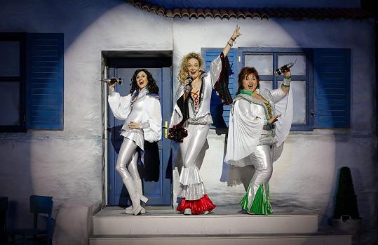 Část prázdnin bude působit v muzikálu Mamma Mia!