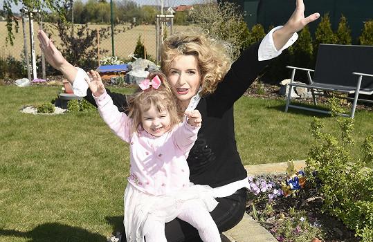 Ta se fotí velmi ráda, bude komediantka po mamince.