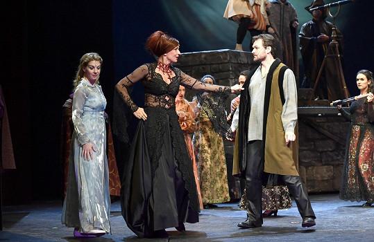 Herci nyní pilně zkouší na divadelních prknech.