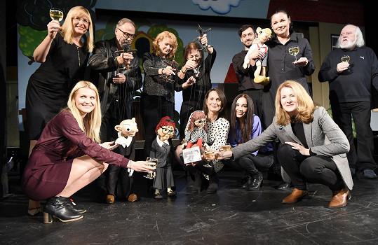 Kmotry nového CD se staly herečky Michaela Kuklová, Zdeňka Žádníková Volencová, Martina Preissová a tenistka Lucie Šafářová.